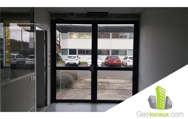 location bureau lab ge 31670 70 m geolocaux. Black Bedroom Furniture Sets. Home Design Ideas