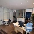 Metro Cadet ou Poissonnière. EVOLIS vous propose à la location, un local de 51 m² comprenant 15 m² de sous-sol. Composé d'un bureau en cloison amovible et d'un sanitaire avec WC. Climatisation et câblage informatique. Disponible de suite.